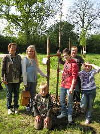 a_Baumpflanzung_mit_Kinder