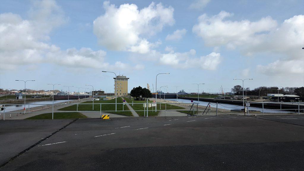 4. Hafeneinfahrt Heppenser Groden (Schleusenkammern)